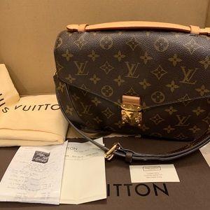 Auth Louis Vuitton Pochette Metis Messenger Bag